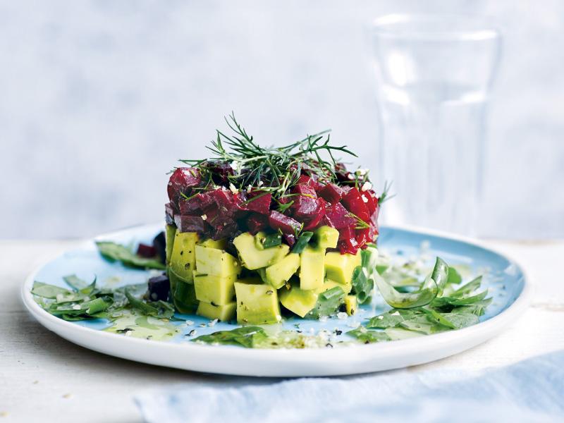Türmchensalat mit Avocado und Rote Bete