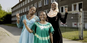 "Damarice Okore, Elisabeth Ngari und Fatuma Musa (v. l. n. r.): ""Women in Exile"" im Selbstbestimmungsmodus. Bild: Anja Weber"