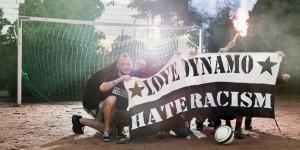 taz Panter Preis Nominierte 2014. Der Verein 1953 international setzt sich beim Fussballclub Dynamo Dresden für eine antirassistische Fankultur ein. Die meisten Vereinsmitglieder möchten anonym bleiben. Fotografiert auf einem Bolzplatz in Dresden, 11.07.