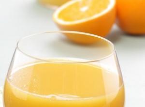 Wissenschaftler der Universität Hohenheim haben in einer Humanstudie belegt, dass O-Saft gesünder ist als die Frucht, Foto: obs/Universität Hohenheim/wikimedia-CC-Zero